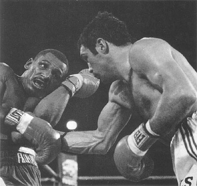 http://www.phillyboxinghistory.com/photos/images/19831110apic.jpg